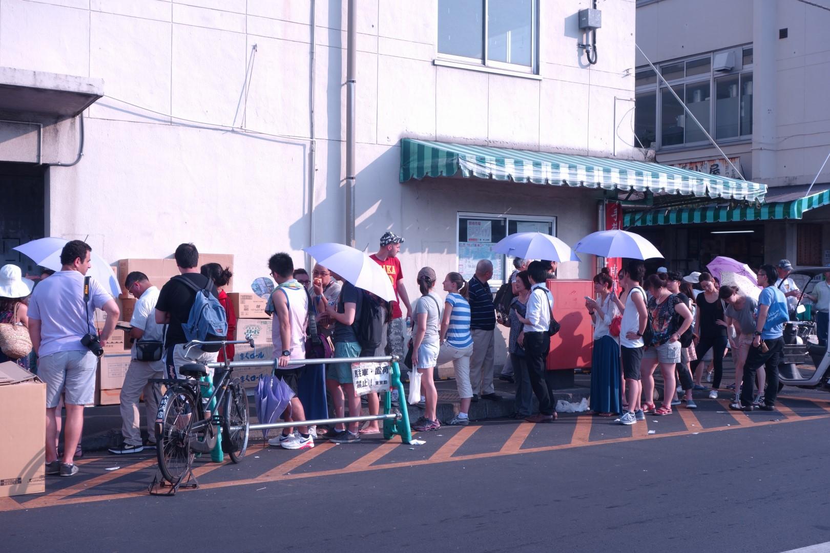 A visit to the world s biggest fish market tsukiji market for Sushi grade fish market